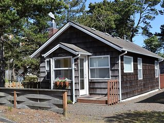 Steps to Beach access, DOG Friendly, Cute Cottage w/Deck in quiet, north Seaside