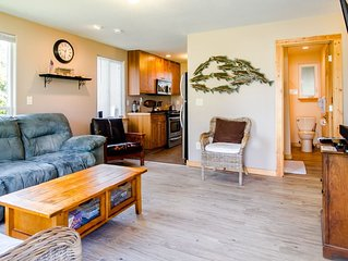 Rock Lobster Cottage - Pet-friendly and a great location!!