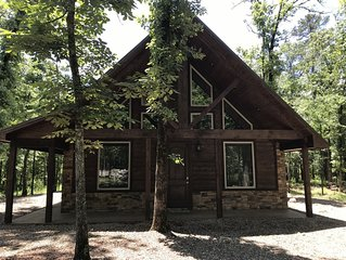 BRAND NEW STUNNING CABIN/2 KING BR/ LARGE LOFT/ POOL TABLE/ HOT TUB/FIREPIT