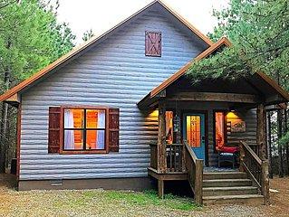 SHEAR COMFORT-1 Night STAYS! Luxury Couple's Farmhouse Cabin, Jacuzzi, Hot Tub,