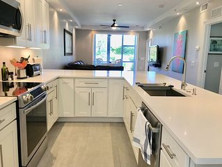 Beautifully Renovated 1st Floor Golf Condo Close To Beaches And Shopping