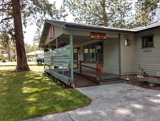 Guest House great for family & friends, big fenced yard & hot tub