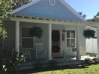 QUAINT DOWNTOWN COTTAGE IN OCEAN SPRINGS! WALK TO BEACH!
