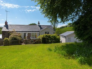 3-Bedroom Countryside Cottage Close to North Devon's Beaches and Exmoor, with on