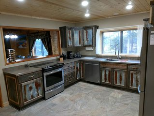 Moose View Lodge 3 bedroom 3 bath cabin on private lot with mountain view's.