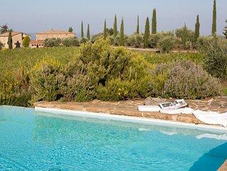 5 bedroom Villa, sleeps 9 with Pool and FREE WiFi