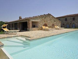 4 bedroom Villa, sleeps 7 with Pool and FREE WiFi