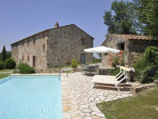 4 bedroom Villa, sleeps 8 with Pool and FREE WiFi