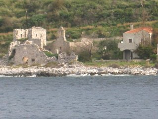 Beautiful & Charming House  by the Sea in Mani, MHTE1248K**********