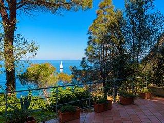 Villa indipendente nella macchia mediterranea e affacciata sulle acque cristalli