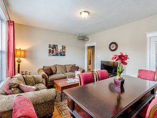 Classy 2Bed 1bath Condo by Forest Park, WashU & The Delmar Loop in St Louis!