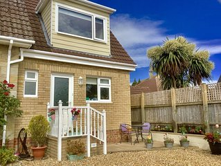 FANTASTIC newish built holiday cottage near sandy beach of Sandown