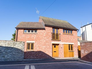 Dennetts House - Three Bedroom House, Sleeps 6