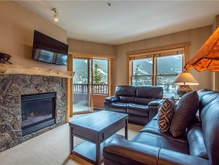 Spectacular mountain views, just steps from Super Bee, 3 outdoor hot tubs, free
