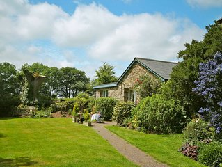 Charming Cottage With Beautiful Private Garden And Countryside Views Located Clo