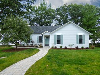 Schoolhouse Cottage - 5 Star Accommodations on Seneca Lake