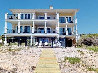 FREE BEACH GEAR! Beachfront, Plantation, Pool, Elevator, Wi-Fi, 6BR/5.5BA 'Diamo