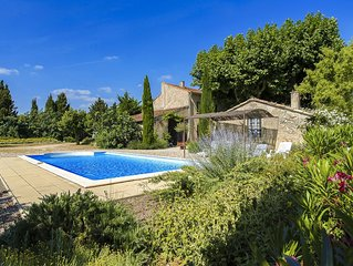 Old litle farmhouse on an enclosed and wooded park of 5000m² with 10m x 5m pool
