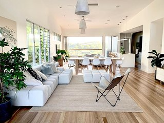 Light and Luxe Architectural Beach House in Noosa