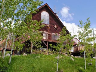 Lovely 3BR Cabin Sleeps 10 - Located Between Downtown and Ski Resort - Hot Tub