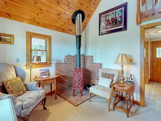 Beautiful hilltop home w/ deck & view of Penobscot Bay - near festivals & more!