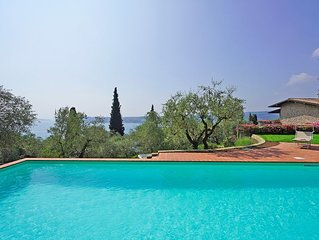 Splendid Villa with new POOL, large fenced garden, panoramic lake view, in Salo