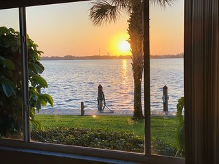 Best kept secret in SW Florida! Minutes to the beach!