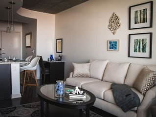 LUXURIOUS 1BR APT IN UPTOWN HIGH-RISE W/CITY VIEWS
