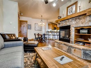 Beautifully Furnished Condo with Pool, Winter Shuttle for a Memorable Stay!