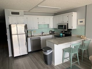 COTTAGE FEEL IN OCEAN FRONT 2 BEDROOM CONDO