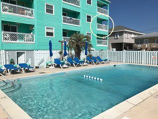 ☀ Breezy, Open Condo, Steps from Beach and Boardwalk with Ocean Views & Pool ☀