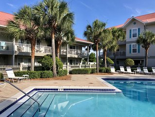 Sunny Travels -  Great pool - heated for spring break!