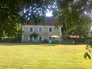 Cottage in private walled garden near Orthez and Pau