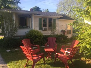 Quaint Frankfort Cottage - Short walk to beach