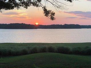 65% Discount Summer Rentals of 30 days or more: Reynolds Lakefront Designer Home