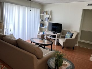 Renovated Mod & Cozy Condo! Poolside,Walk To Beach,Pier Fishing,Many Attractions
