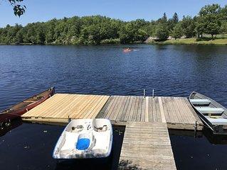 Poconos Waterfront Lake house, Hot Tub, Games, Ski