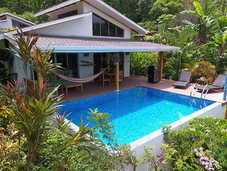 2 Bdrm/1 bath House - Beach, pool, AC, high speed wifi (50 mega)