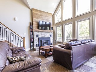 Pet friendly, Ski in and out 6 Bedrooms, 2 Bathrooms, cottage  Sleeps 16