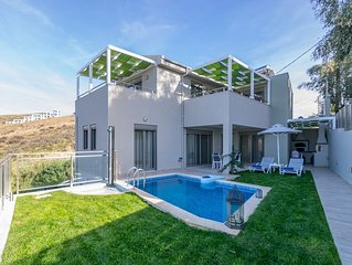 Luxury villa,walking distance to the beach,No car Needed,next to all amenities