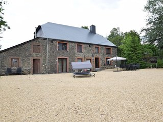 Cosy home with a large terrace, in a quiet area and at 10km from La Roche