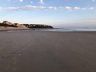 Beautiful Priscilla Beach -few min.Walk to beach-no stairs- Fully Fenced in yard