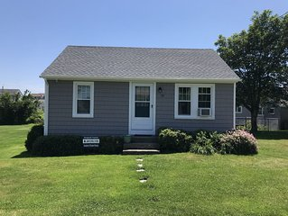 Quintessential Sand Hill Cove 2 Bedroom/1 Bath Cottage - Steps to Roger Wheeler