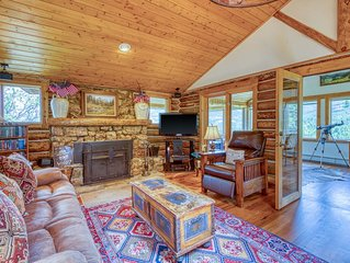Mountain getaway w/separate bunkhouse, deck & trail access