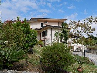 Casa vacanze a 3 Km da Tropea e da mare  nella quiete della macchia Mediterranea