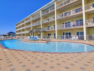Beachfront 2 bedroom 2 bath! Community Pool! Beautiful Beach!
