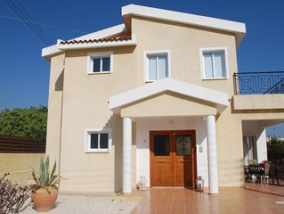 Exclusive Villa in Peyia with Private Pool Sea Views, free Wi-fi, Satellite TV