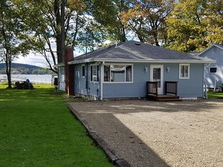 Lakefront Bemus Point Cottage. A/C, 200ft+ Modern Dock. Family, Fishing and FUN!