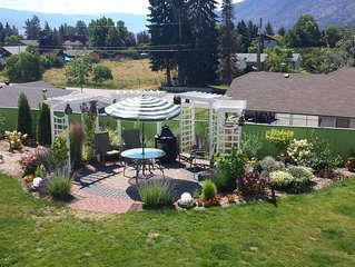 Brand New, Luxury 2 Bedroom Suite, Private Garden with Mountain View. Very quiet