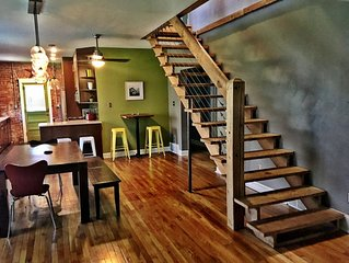 Classy Vintage Home ♥ of Downtown ★ 180° Views, Walkable, Driveway, Decks